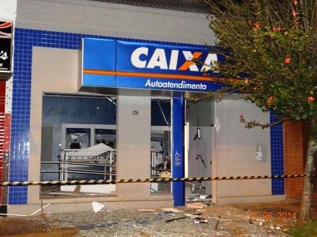 Bandidos estouraram caixas eletrônicos no Centro de Cambé
