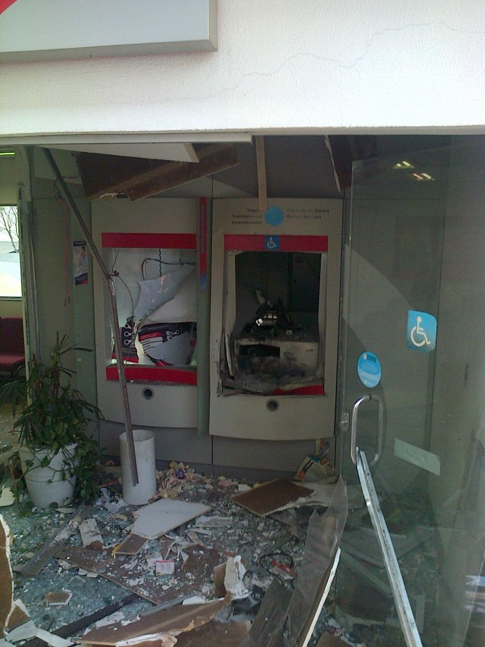 Bandidos estouram caixa eletrônico de empresa nas margens da BR 369 em Cambé