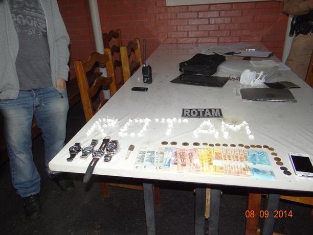 Polícia Militar apreende grande quantidade de drogas na Chacará Manela