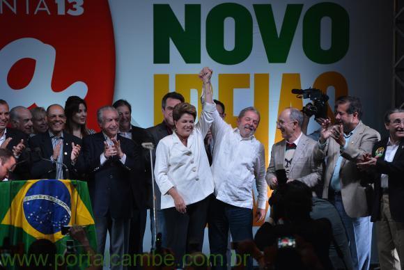 Reeleita, Dilma destaca união e reforma política em primeiro discurso