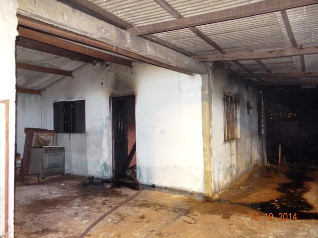 Incêndio destrói residencia na Rua Parecis no Jardim Tupi