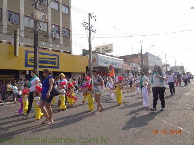 Fotos do desfile comemorativo aos 67 anos de Cambé