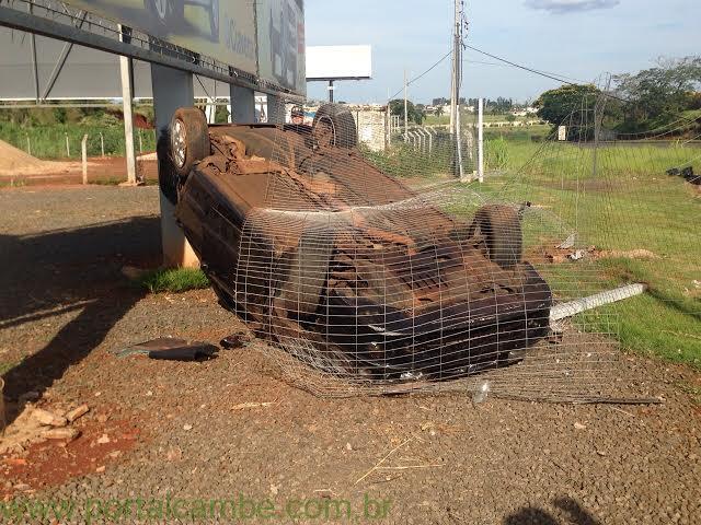 Vídeo mostra exato momento em que um veículo capotou nas margens da BR 369 em Cambé (Vídeo)