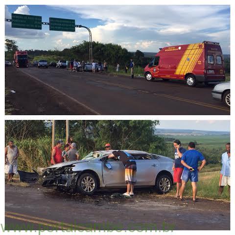 Capotamento deixa carro completamente destruído na PR-445