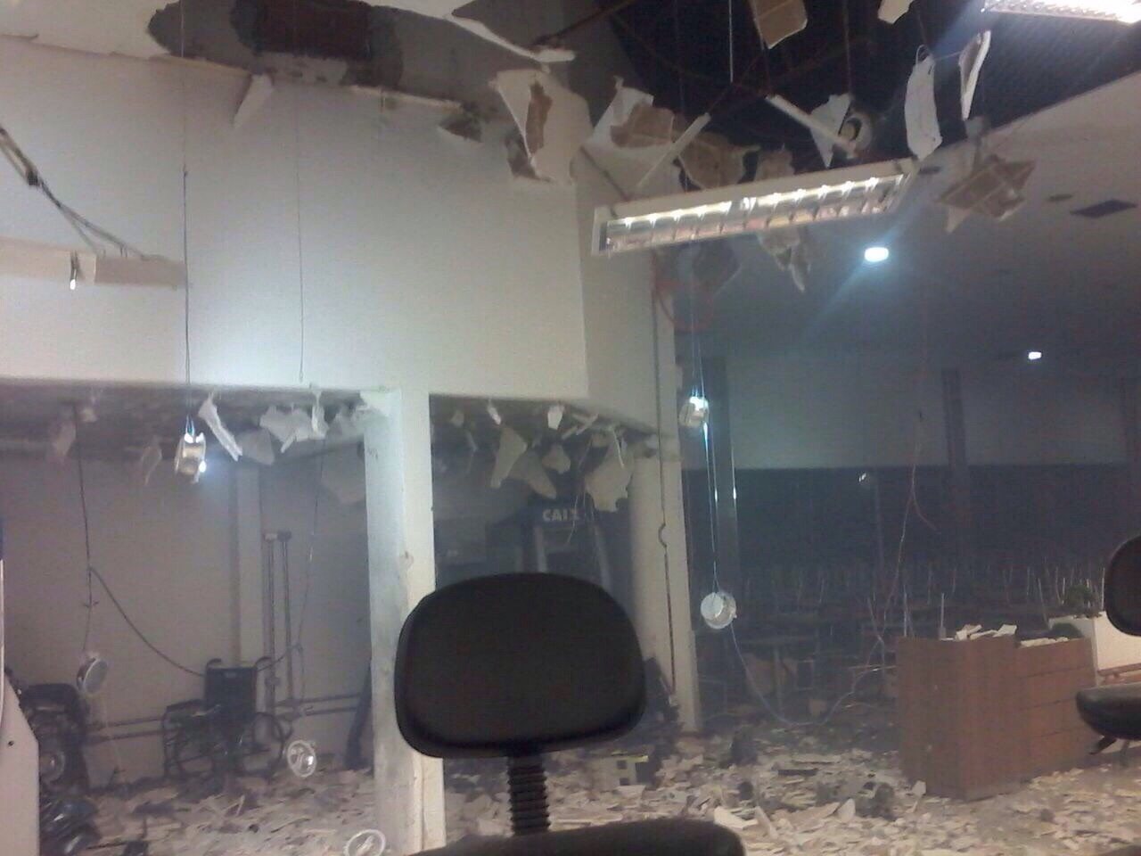 Bandidos explodem Caixa Eletrônico de Supermercado em Londrina