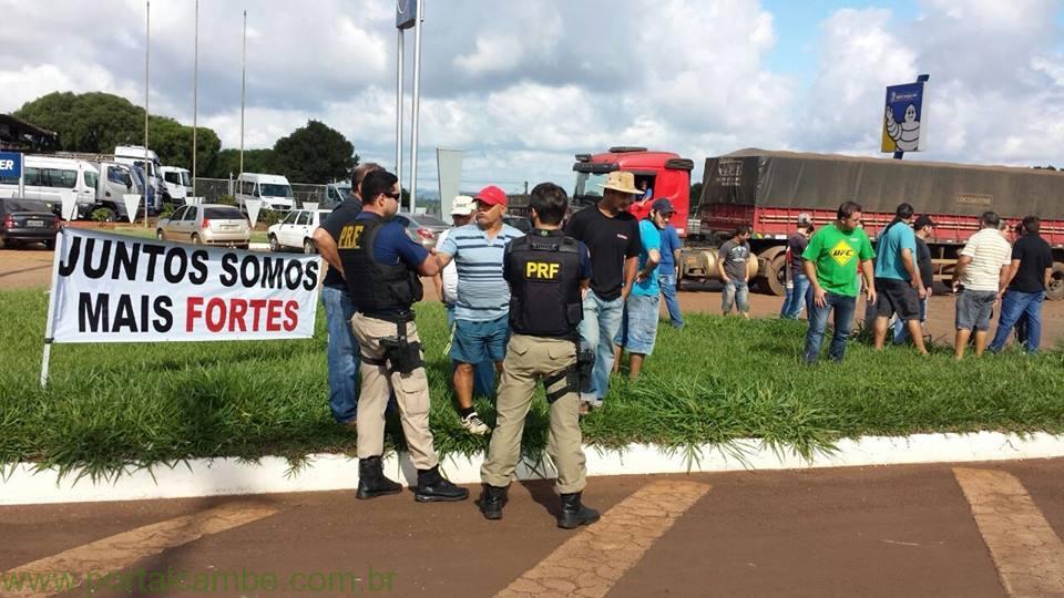 PRF registra seis manifestações de caminhoneiros no Paraná; liminares que estabelecem multas por bloqueios estão válidas