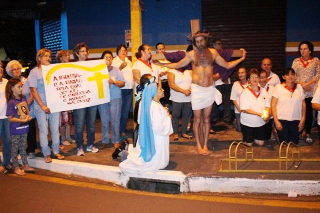 Católicos do Jardim Santo Amaro celebram a Via-Sacra