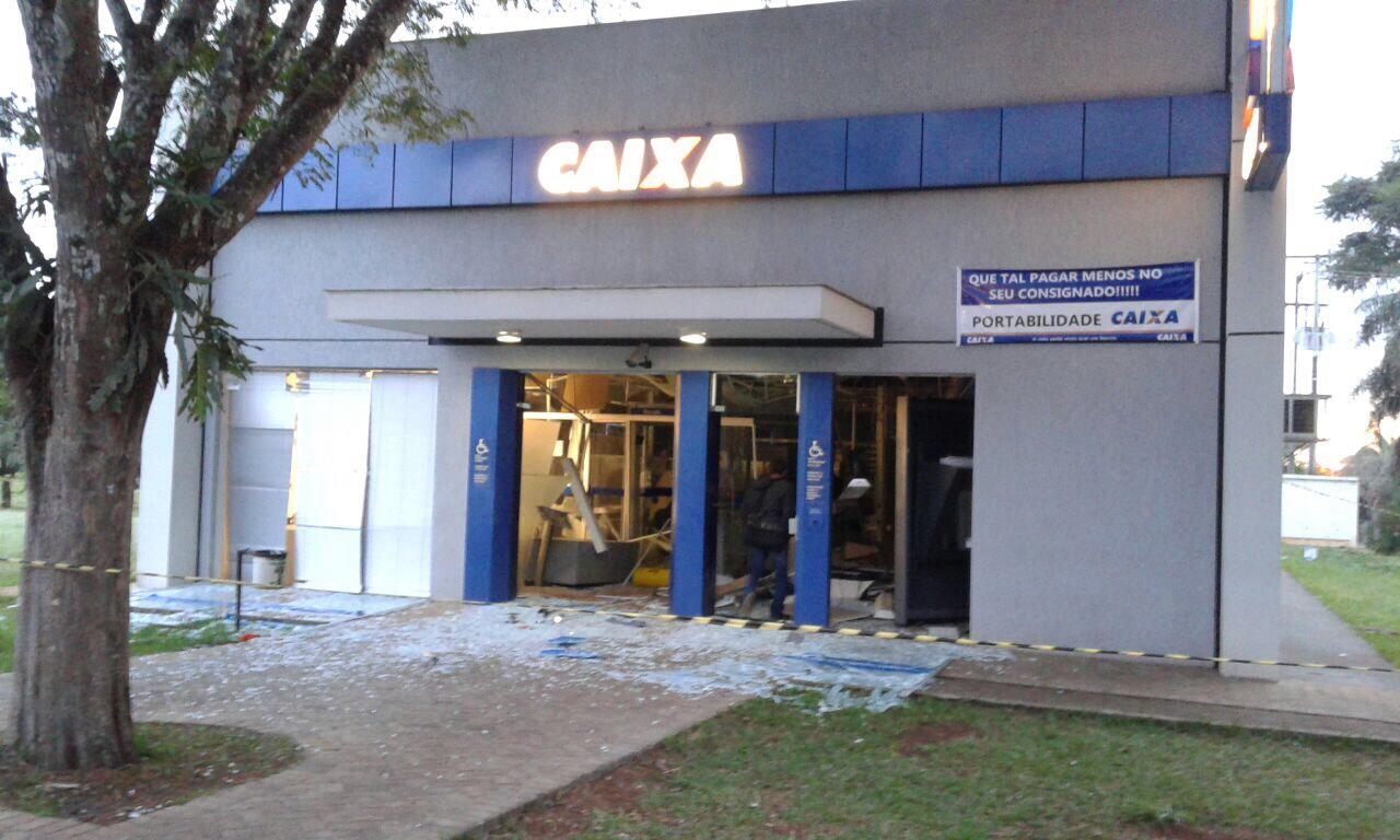 Bandidos explodem caixa eletrônico na UEL