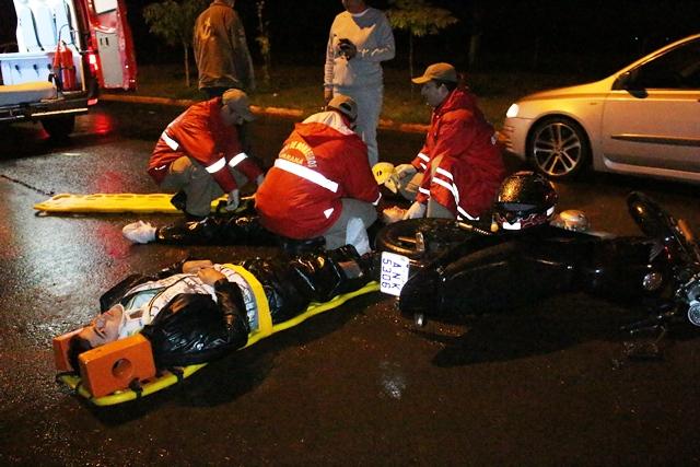 Queda de motocicleta deixa dois feridos na Estrada da Esperança em Cambé