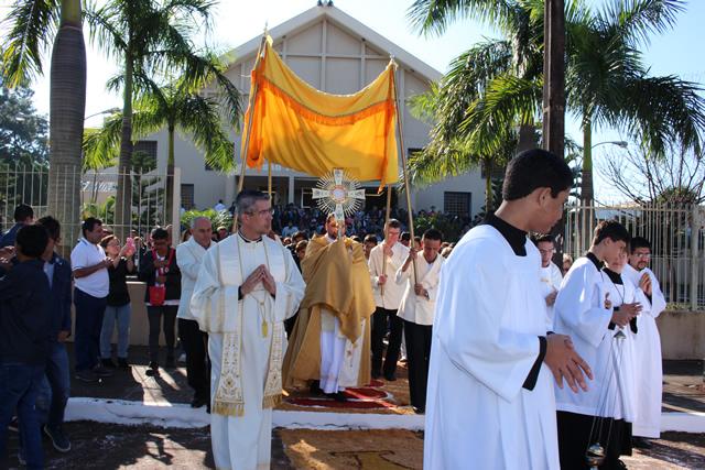 Católicos de Cambé comemoram o Corpus Christi