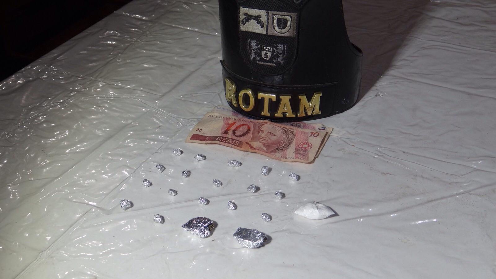 Após denúncias, Polícia Militar prende homem com  drogas no Jd. Novo Bandeirantes em Cambé