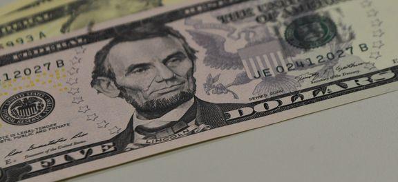 Dólar fecha acima de R$ 3,20 pela primeira vez desde março