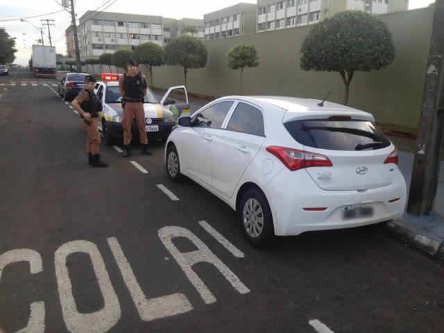 Polícia Militar recupera veículo roubado em frente a Santa Casa de Cambé