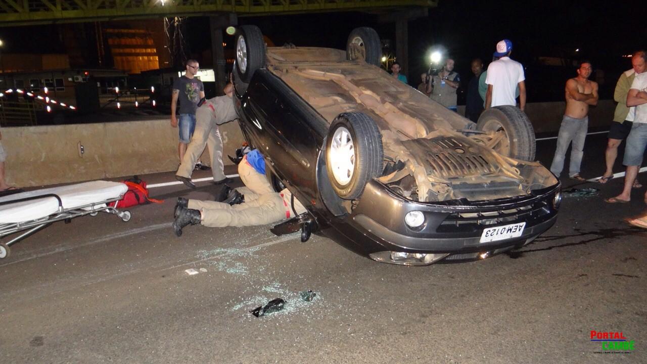 Capotamento deixa dois jovens feridos na PR-445 em Cambé