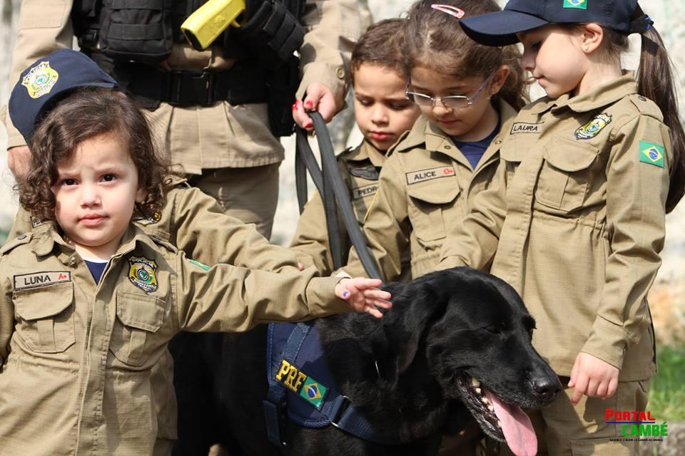 Na Semana do Trânsito, PRF recebe crianças de escolas públicas em sua sede no Paraná