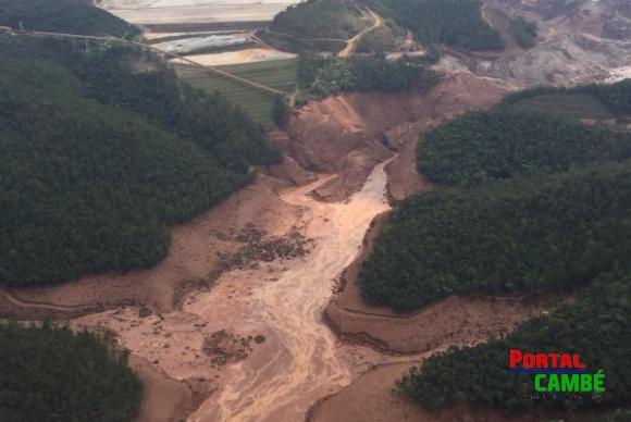 Área afetada pelo rompimento de barragem no distrito de Bento Rodrigues, zona rural de Mariana, em Minas GeraisCorpo de Bombeiros/MG - Divulgação