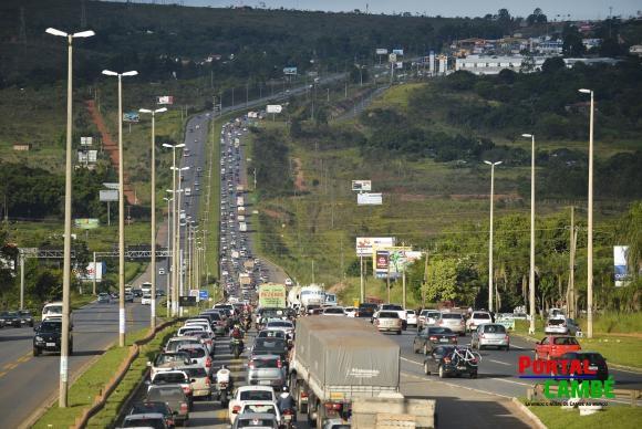 Guaíra – PM apreende veículo com placa de Cambé transportando 23,8 kg de maconha