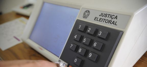 Por falta de dinheiro, eleição de 2016 não terá urna eletrônica