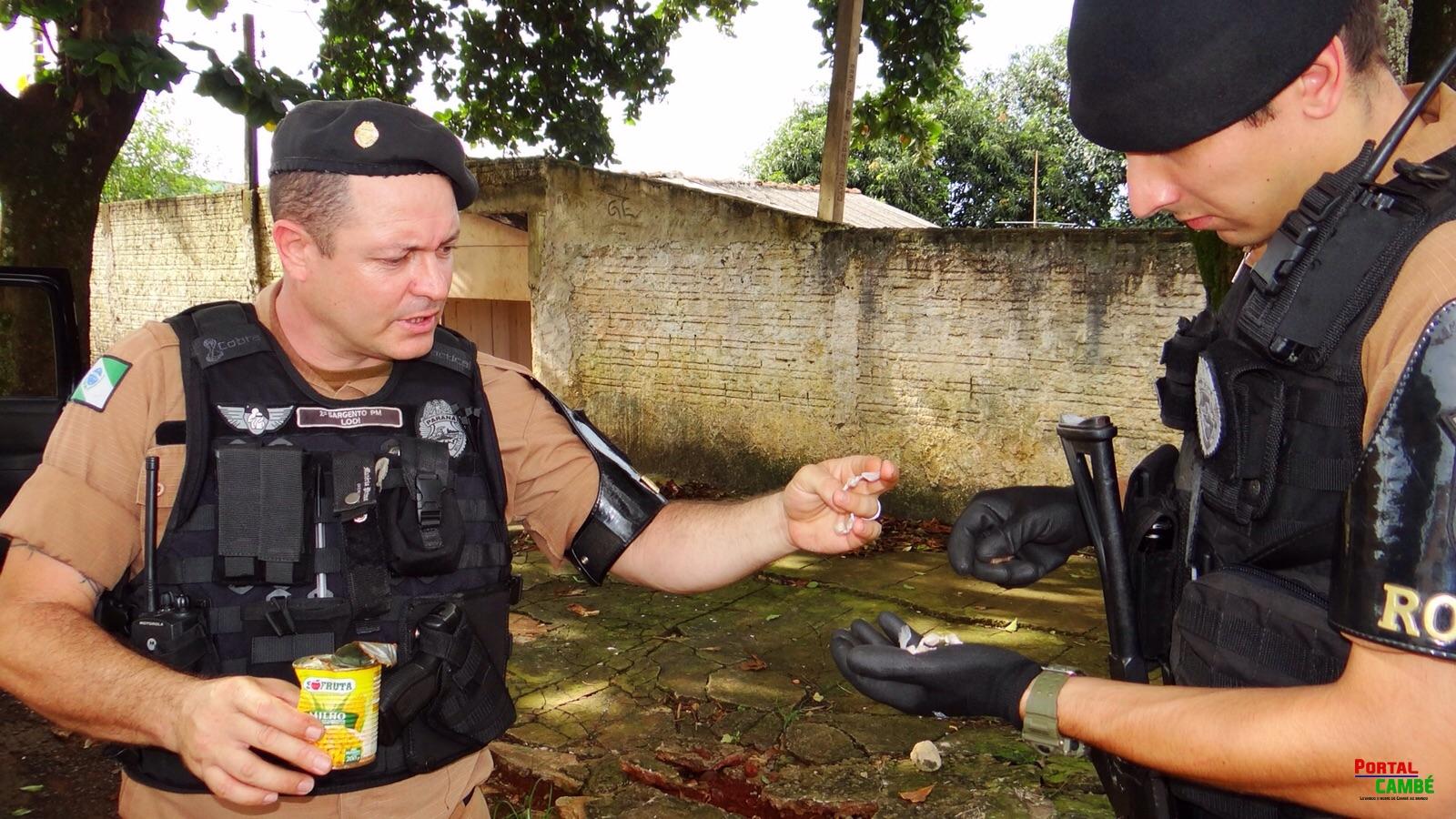 Polícia Militar apreende um menor e drogas escondidas em pé de árvore no Jardim Tupi em Cambé