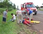 Queda de motocicleta deixa dois jovens feridos na BR 369 em Cambé