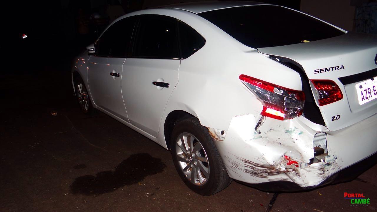 Carro bate em veículo estacionado no Jardim Santo Amaro em Cambé