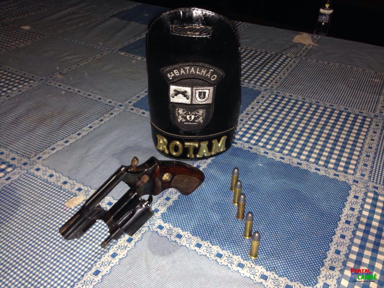 PM prende dois jovens por porte ilegal de arma de fogo no Conjunto Castelo Branco em Cambé