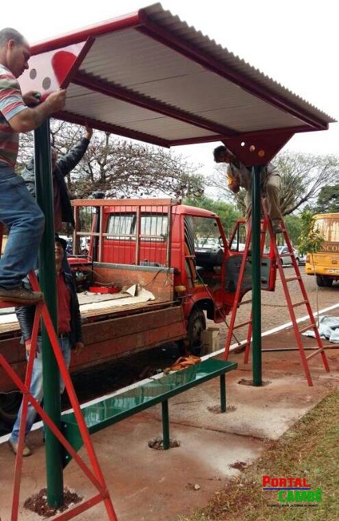 Cambé ganha 100 abrigos de pontos de ônibus para os usuários do transporte coletivo