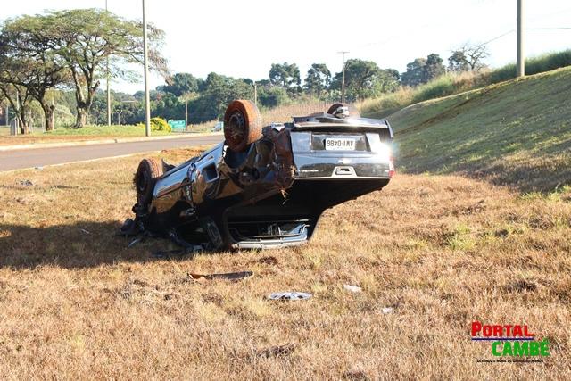 Jovem é ejetado de veículo após capotamento na AV. Roberto Conceição em Cambé