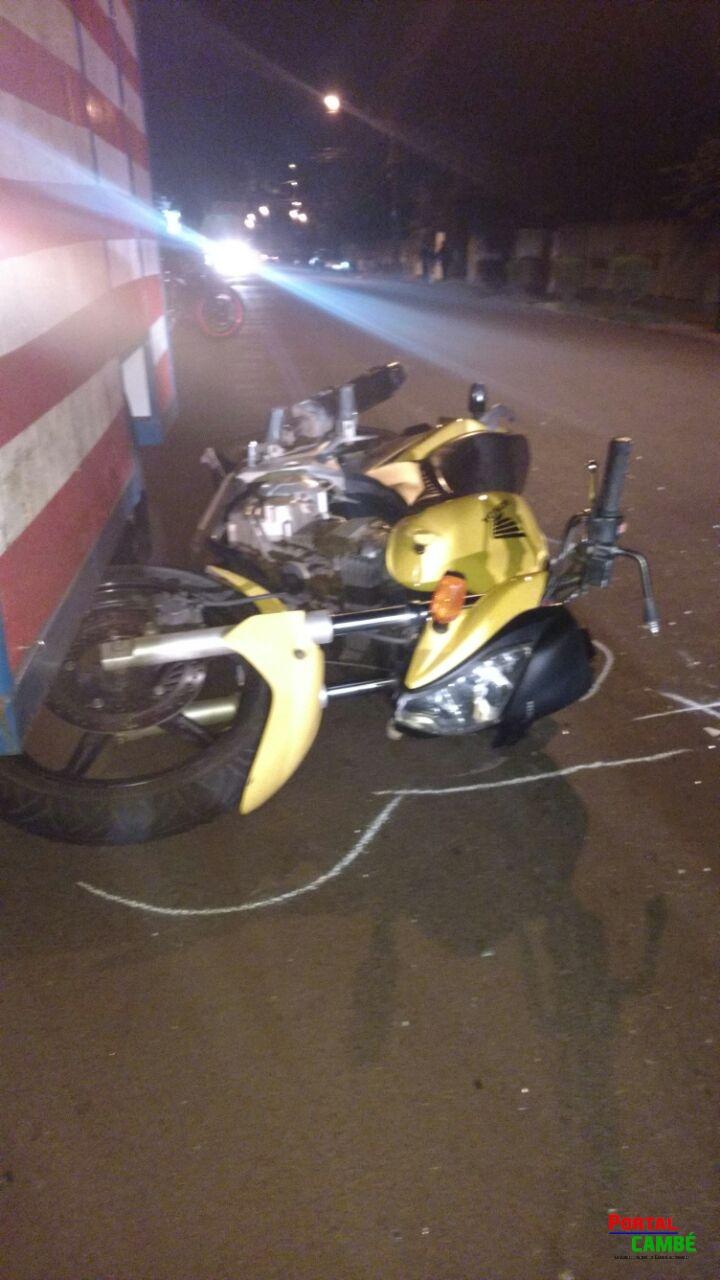 Acidente no Centro de Cambé deixa dois jovens feridos