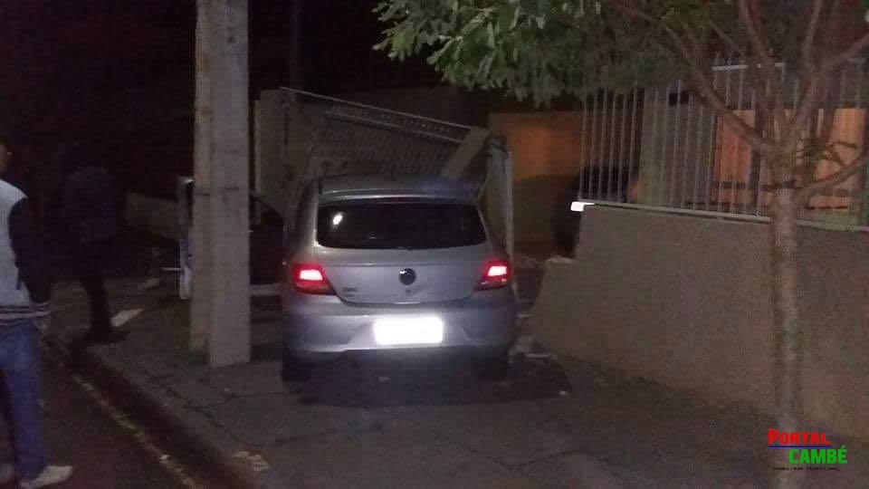 Motorista perde controle da direção e derruba parte de muro no Jardim Monte Castelo em Cambé