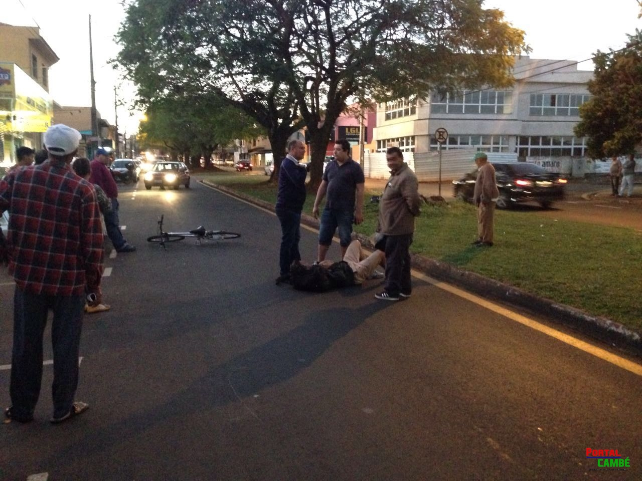 Ciclista fica ferido após bater em porta de carro aberta no Jardim Santo Amaro em Cambé