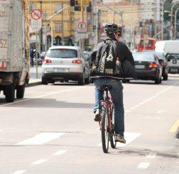 De janeiro a junho deste ano, foram registradas 878 ocorrências de colisões envolvendo automóveis e ciclistas no Paraná. O número é 16% menor que o registrado no primeiro semestre do ano passado, quando foram 1.042 ocorrências, segundo o Sistema Digital de Dados Operacionais da Polícia Militar do Paraná e Corpo de Bombeiros. Curitiba, 19/08/2016. Foto: Arquivo Detran