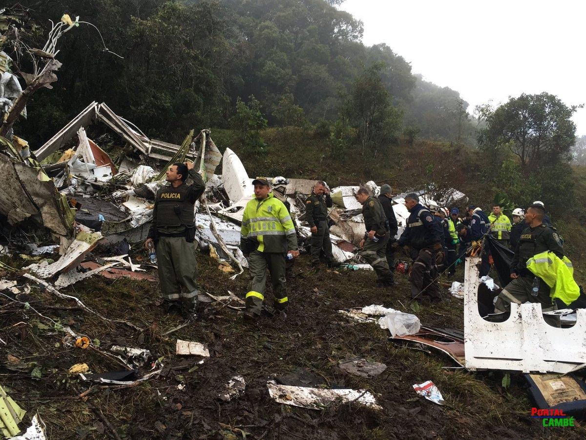 Avião que levava a Chapecoense para a Colômbia cai próximo ao Aeroporto de Medellín