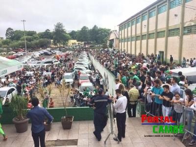 Torcedores e familiares se reúnem na Arena Condá em Chapecó