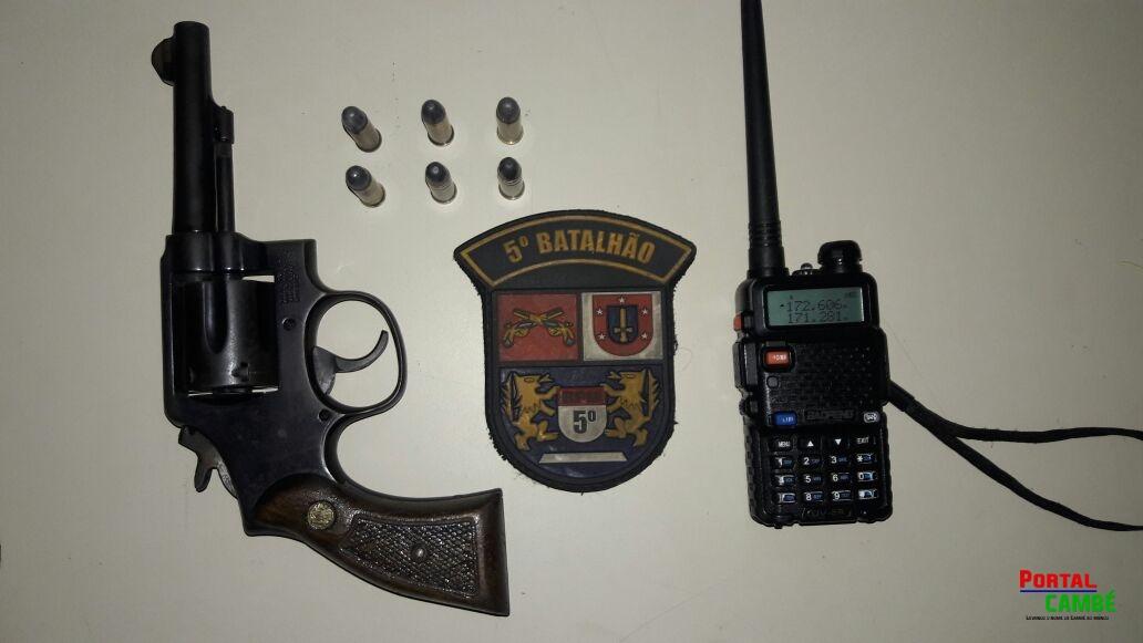 EQUIPES POLICIAIS EM AÇÕES DISTINTAS RECUPERAM VEÍCULO, APREENDEM SIMULACRO, ARMA DE FOGO E RÁDIOS TRANSMISSORES