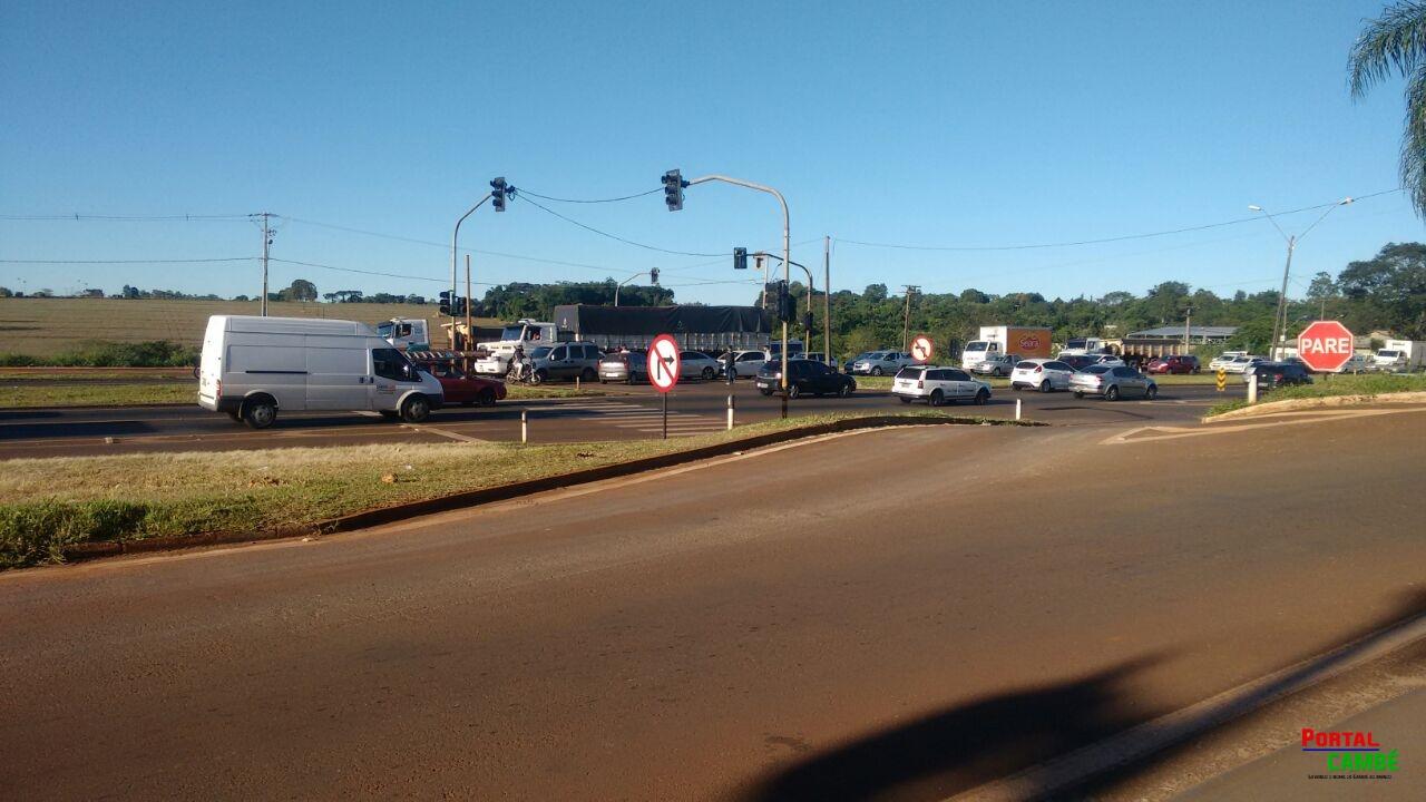 Dois engavetamentos registrados na BR 369 em Cambé na manhã desta quinta-feira (30)