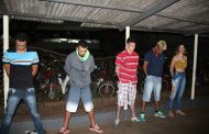 Polícia Militar apreende armas e detém cinco indivíduos na noite de segunda-feira (10)
