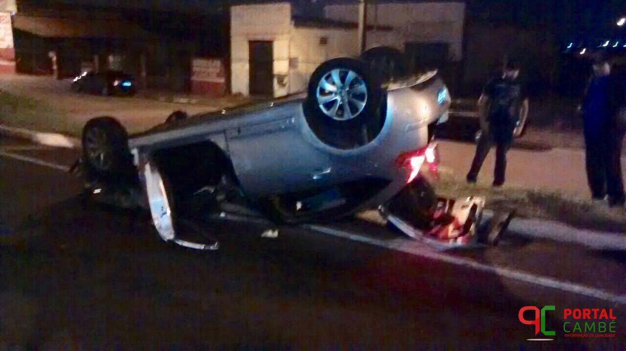 Após colisão, carro capota no Jardim Silvino em Cambé