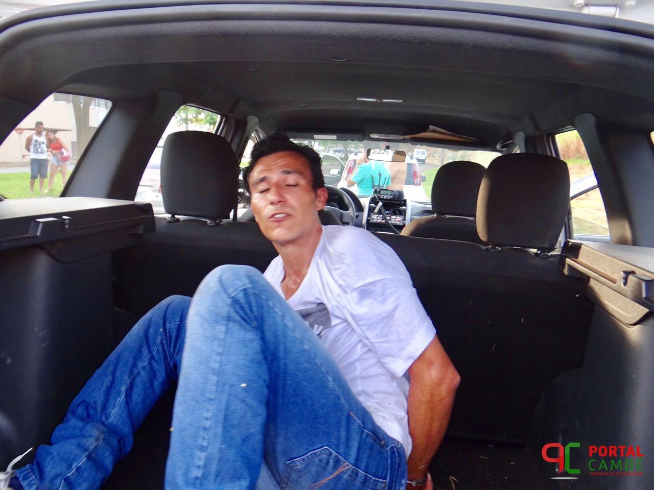 Homem suspeito é detido por populares no Conjunto Castelo Branco em Cambé após roubo de celular