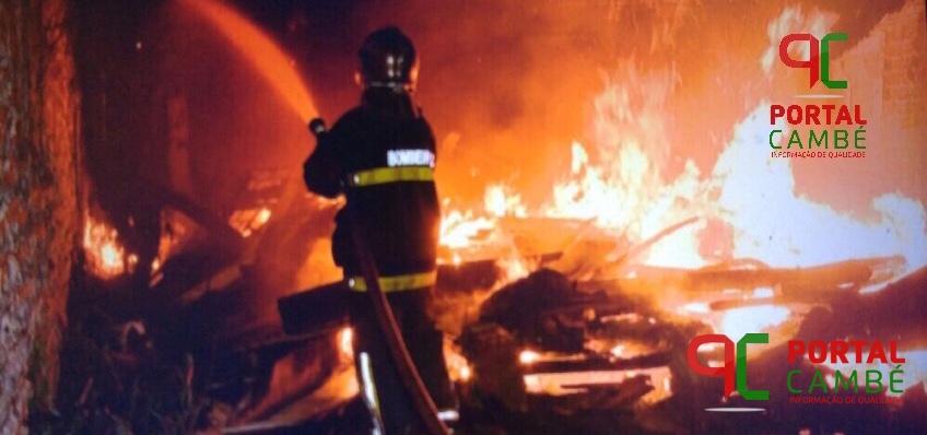 Casa é novamente incendiada no Centro de Cambé, desta vez totalmente destruída