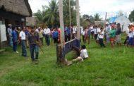 Prefeito boliviano fica preso pela perna em protesto de moradores insatisfeitos