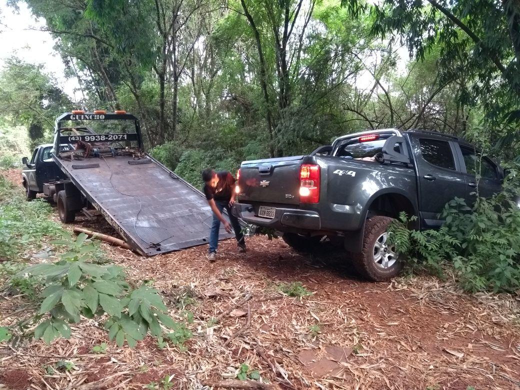 Camioneta roubada é localizada abandonada em fundo de vale no Jardim Campos Verdes em Cambé