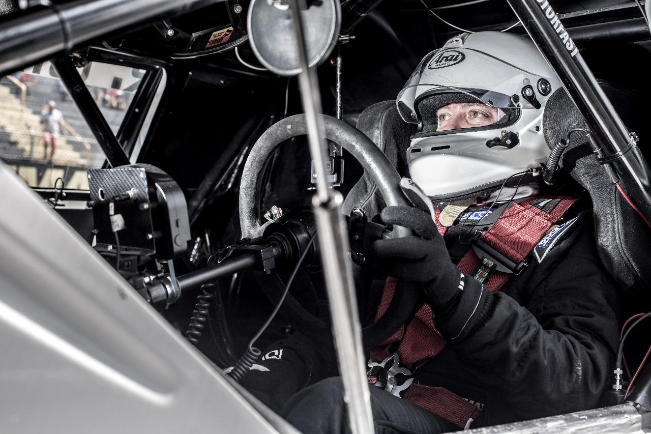 Piloto paranaense volta ao automobilismo correndo por equipe londrinense