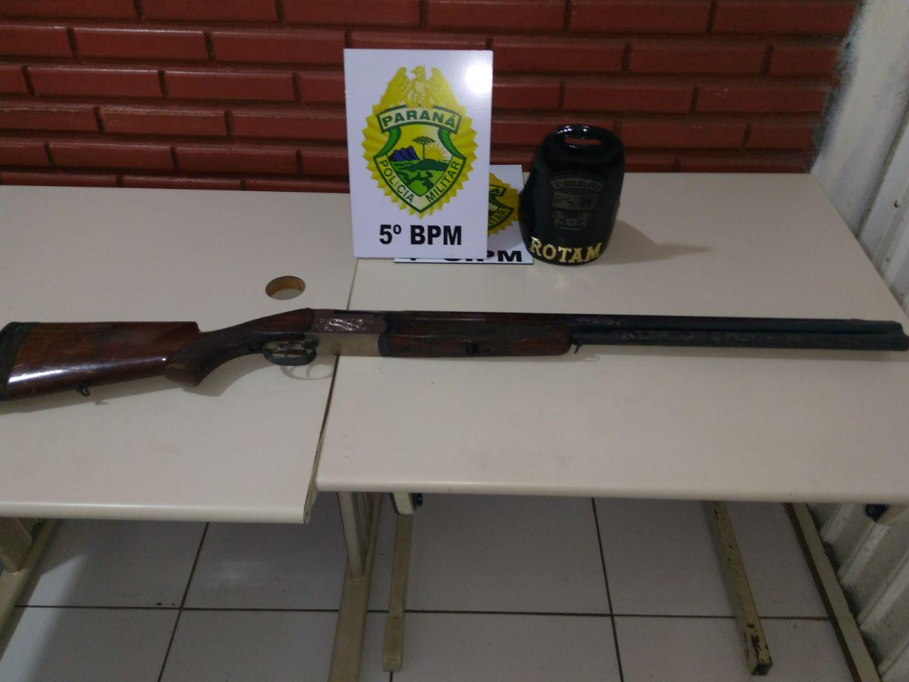 POLICIAIS MILITARES LOCALIZAM ESPINGARDA CALIBRE 12