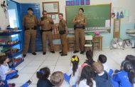 Ocorrência diferente: Crianças recebem visita de policiais militares em Centro Educacional Infantil em Cambé