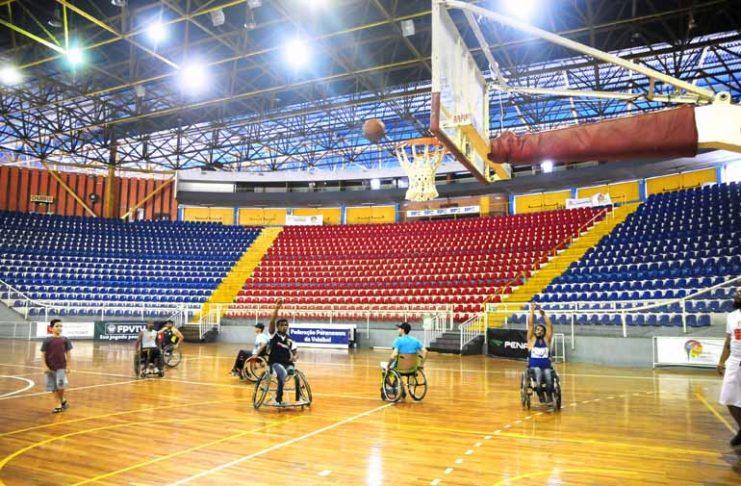 Grupo monta time de basquete para cadeirantes em Londrina 82bca2e932068